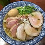 Menyajikon - 料理写真:塩らーめん(塩鶏湯そば)+煮玉子+ミックスチャーシュー(バラ・鴨2枚ずつ)
