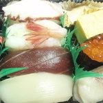 鮨たちばな - 寿司弁当(490円)握り