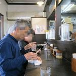 北海道らーめん 壱龍 - 店内席、地元風年配客が多い