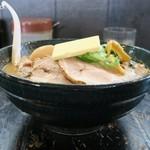 北海道らーめん 壱龍 - 味噌チャーシュー麺、バター、味玉