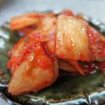 鹿児島ラーメン 真琴 - キムチも付いてます