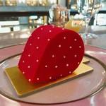 ラデュレ サロン・ド・テ - フレーズラデュレ  まるでオブジェみたいなイチゴのムースケーキ♡