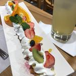恵那川上屋 - できたてフルーツパイ・ドリンク付き(税込750円)