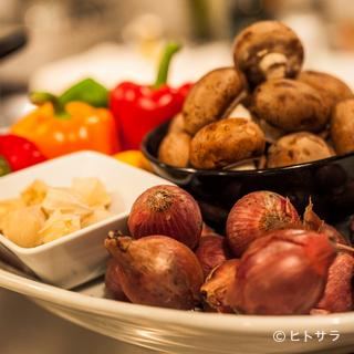 自然農法による野菜の滋味を引き出した一品料理も