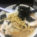 らーめん 潤 - 麺は太い