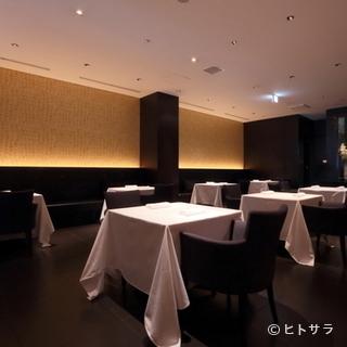 五感を使って料理を堪能するための美術館のような空間