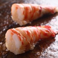 鮨 ほしやま - 大ぶりな車エビを半分に切って、ぷりぷりの食感はそのままに。お店で評判のネタ『車エビ』