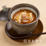 くろ﨑 - 持ち味を最大限に引き出して、夏の素材の魅力を凝縮した『鱧の茶碗蒸し』