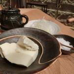 響 - 天日塩、小豆島の生醤油、ネギでいただきます