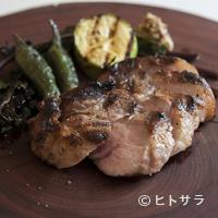トラットリア・アルベロ - 良い肉質と脂の甘さが際立つ『千葉産 美元豚のグリル 粒マスタード添え』