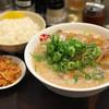 ますたにラーメン - 料理写真:「チャーシューメン」(960円)と「大盛りごはん」(無料)、「キムチチャーシュー」(120円)