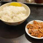 Masutaniramen - 「大盛りごはん」(無料)と「キムチチャーシュー」(120円)