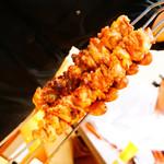 肉塊 UNO - 鶏モモ肉とソーセージ