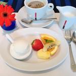 66114148 - 食後のコーヒーと、サービスしていただいたデザート。