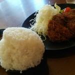 スエヒロ - 料理写真:メンチカツ定食のご飯大盛り1080円。