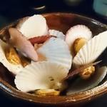 浅草一文 - 酒膳(小さなホタテの蒸し焼き)