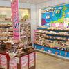 ヤマザキプラザ - 内観写真:ご当地のランチパックを含め、約40種類のランチパックコーナー。