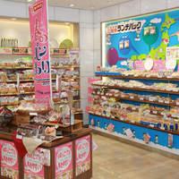 ヤマザキプラザ - ご当地のランチパックを含め、約40種類のランチパックコーナー。