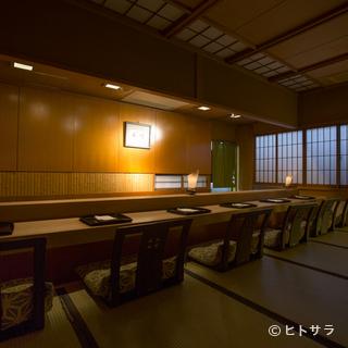 ライブ感覚で山崎氏の仕事を間近に望めるカウンター席