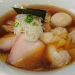 支那ソバ 小むろ - 料理写真:ワンタンメン醤油(麺少なめ)+味付け玉子 930円