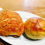 66216335 - パン   チーズとバジル