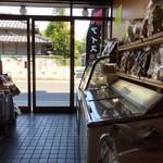 三船屋菓子店 - 店内。自分一人で、独占。のんびり。