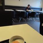 博多ごはん処 やさし屋 - お店に入るとすでに宿泊客の皆様が数組朝食を食べられてました