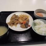 博多ごはん処 やさし屋 - この日もビュッフェコーナーから和食中心の朝食を選んでテーブルに運びました。