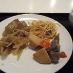 博多ごはん処 やさし屋 - メインのお皿は煮付を中心に選んでみました。