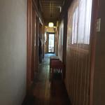 小田原おでん本店 - 玄関を開けると真っ直ぐな廊下が!