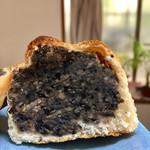 柳屋ベーカリー - 幻の黒豆 200円 外税  黒豆パンはよく見かけますが黒豆を餡子にしたお店はあまり見かけないのでレアなあんぱん!