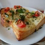 ノチハレ珈琲店 - 料理写真:じゃがいもとアヒージョのトースト