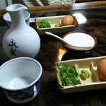 永楽蕎麦 - 料理写真:まず蕎麦汁とか薬味、玉子、とろろが出てきました