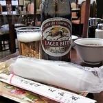 三和楼 - ビール おしぼり&箸はミニトレーに乗せて