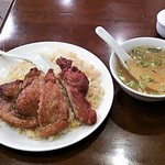 66346714 - 排骨炒飯とスープ