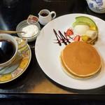 リーベ - ホットケーキセット(コーヒーを選択)