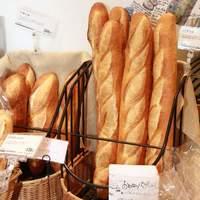 ヤマザキプラザ - フランスパンから菓子パン、サンドイッチまで幅広く取り揃えたベーカリーコーナー