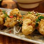 土と青 - 牡蠣の衣揚げパクチー香味ダレ