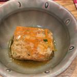大衆割烹TAKEYA - お通し ズワイ蟹のほぐし身の煮凝り