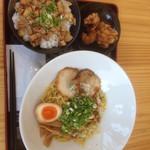 湾岸ラーメン食堂 - 湾岸そば&ミニチャーシュー丼 ¥870 クーポンからあげ
