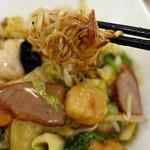 中華喫茶 一紀 - 五目あんかけ焼きそばの麺