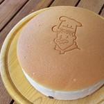 りくろーおじさんの店 - 1705_りくろーおじさんの店 彩都の森店_焼きたてチーズケーキを店内で!
