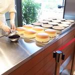 りくろーおじさんの店 - 1705_りくろーおじさんの店 彩都の森店_焼きたてチーズケーキ