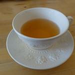 スプーンティ&レストラン - ウェッジウッドのカップ。 これにいろんなお茶を入れて頂けます。