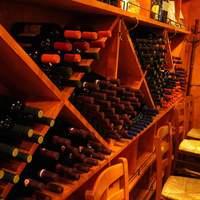 イル メルカート アンジェロ - ズらーり・・約60種類ものイタリア蔵元直送ワインが出番を待ち構えています。