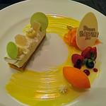 66557034 - マンゴーのフィナンシェに乗せたライムレアチーズとココナッツクリーム オレンジキャロットシャーベット