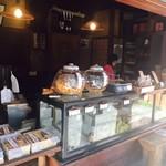 菊見せんべい総本店 - 老舗感が溢れています!