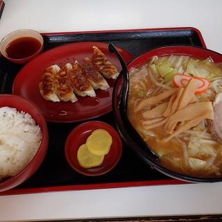 ラーメンハウス元気屋 - 料理写真:野菜ラーメン餃子セット