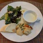 ヴェンタリオ - シーザーサラダ・ハモス・ピタパン・カブとポテトのスープ