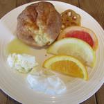 グリーンテーブル - ポップオーバーとフルーツとスイーツトッピング